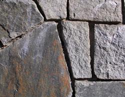 Fastigheten Rovfågeln, Aspudden - stenmur